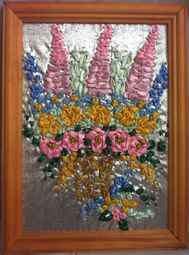 Вышивка шелковыми лентами - ставший необычайно популярным сегодня вид.